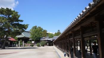 総社廻廊から本殿