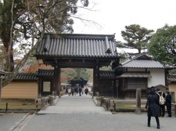 金閣寺入り口