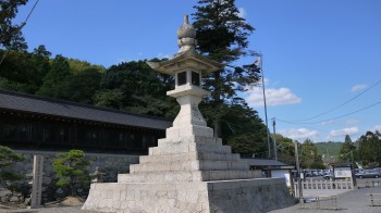 吉備津彦神社石燈籠