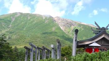 御嶽神社田ノ原大黒天越しの山