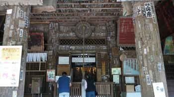 高蔵寺本堂中