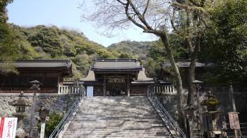 伊奈は神社神門
