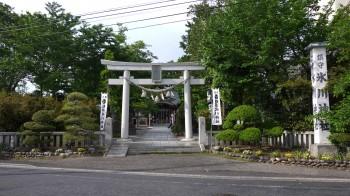 川口氷川神社入り口