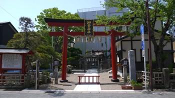 御釜神社入口