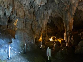 普天間洞窟内