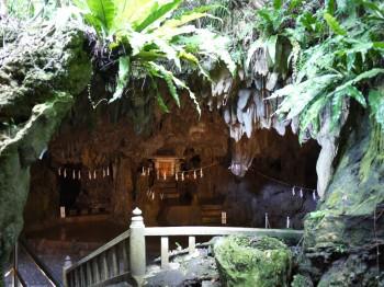 普天間洞窟入口