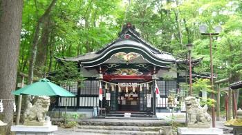 新屋山神社拝殿