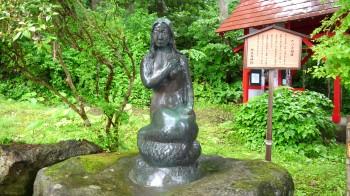 御座石神社辰子像