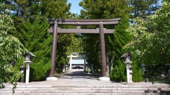 山梨県護国神社入口