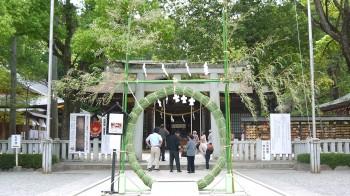 武田神社本殿前