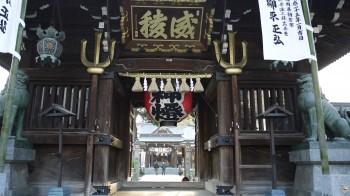 櫛田神社門から
