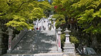 あぶり神社下社階段