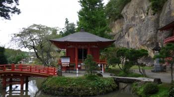達谷西光寺弁天堂