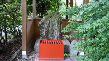 大懸神社姫石