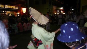 風の盆踊り手