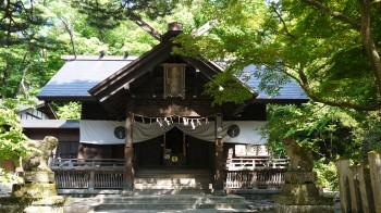 春日山神社社殿