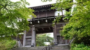 八幡秋田神社城門