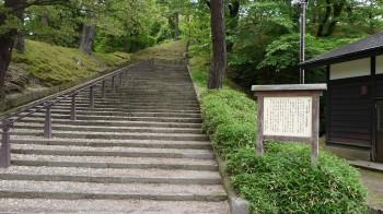 八幡秋田神社入口
