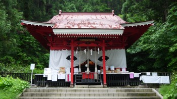 御座石神社社殿