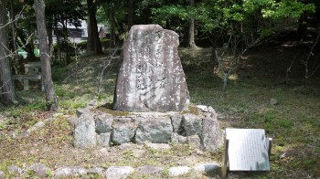敢国神社芭蕉句碑