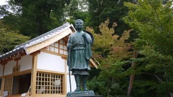 普門院芭蕉の像